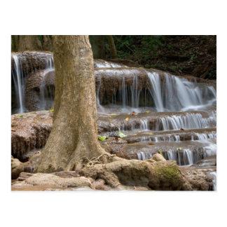 アジアのタイ間のボーダーの滝 ポストカード
