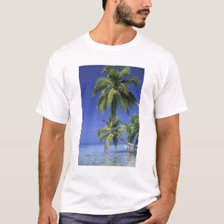アジアのモルディブ。 ハンモックの人 Tシャツ