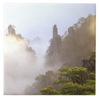 アジアの中国、Huanshan。 黄色い山 タイル