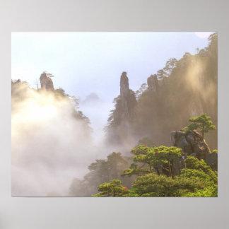 アジアの中国、Huanshan。 黄色い山 ポスター