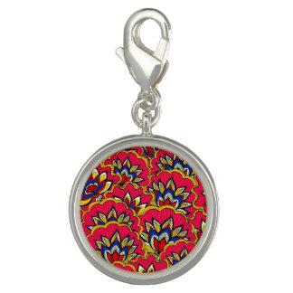 アジアの赤く鮮やかな花パターン チャーム