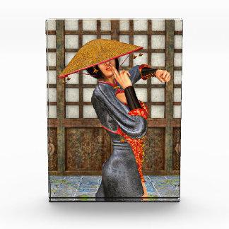 アジア戦いの女性 表彰盾