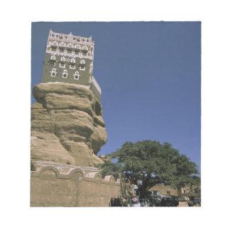 アジア、イエメンのワジDhar。 石宮殿、かDarのAl ノートパッド