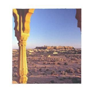 アジア、インド、ラージャスターン州、Jaisalmer。 眺めからの ノートパッド