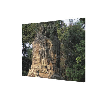 アジア、カンボジア、シェムリアップ。 巨大な石造りの彫刻 キャンバスプリント