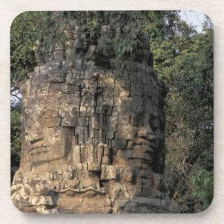 アジア、カンボジア、シェムリアップ。 巨大な石造りの彫刻 コースター