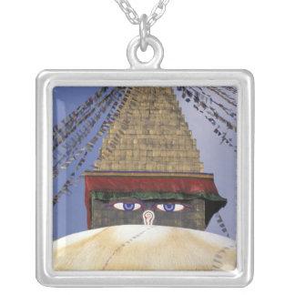 アジア、ネパール、カトマンズ。 Bouddhanath Stupa。 2 シルバープレートネックレス