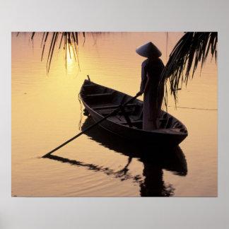 アジア、ベトナム、メコン川のデルタ、カントー。 均等になること ポスター