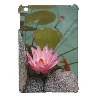アジア、ベトナム。 寺院の池のスイレン iPad MINIケース