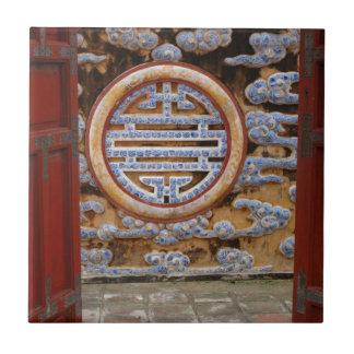 アジア、ベトナム。 砦の華美な壁 タイル