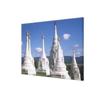 アジア、ミャンマーのInle湖。 塔 キャンバスプリント