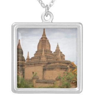 アジア、ミャンマービルマ)、Baganの異教徒)。 さまざま シルバープレートネックレス