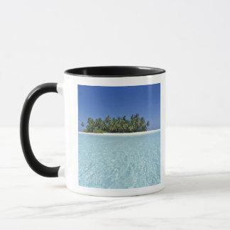 アジア、モルディブの人が住んでいないAriの環礁 マグカップ