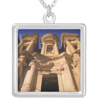 アジア、ヨルダン、Petra。 El Deirの修道院 シルバープレートネックレス