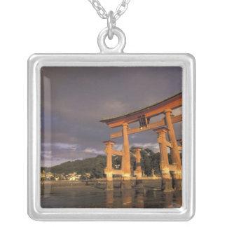 アジア、日本、西部の本州、MiyaのJimaの島、 シルバープレートネックレス