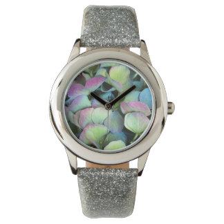 アジサイの多色刷りの花びら --- 腕時計