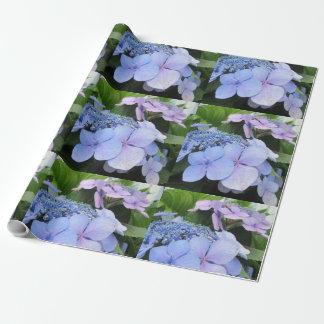 アジサイの青い紫色のかわいらしい花 ラッピングペーパー