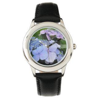 アジサイの青い紫色のかわいらしい花 腕時計