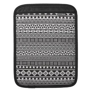 アステカなスタイルの繰り返しパターン-白黒 iPadスリーブ