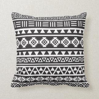 アステカなスタイル(大きい)パターン-白黒 クッション