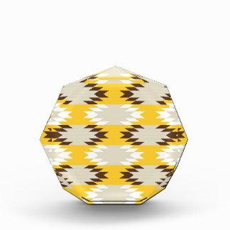 アステカな種族の黄色ブラウンのネイティブアメリカンのデザイン 表彰盾