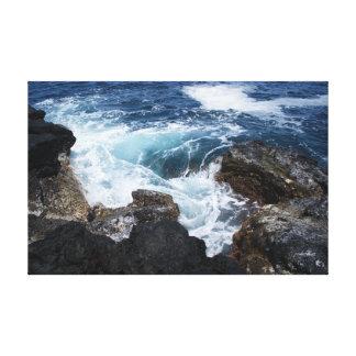 アゾレスの海の波の渦の円形の石の写真2 キャンバスプリント