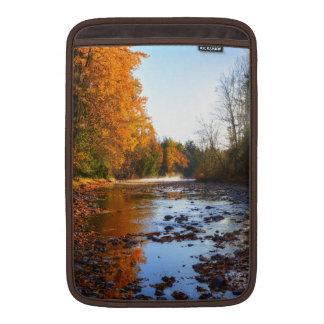 アダムスの川のShuswapの荒野の自然の写真 MacBook スリーブ
