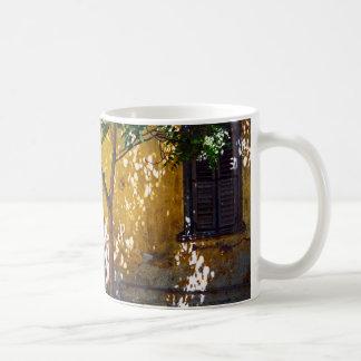 アテネのタウンハウス コーヒーマグカップ