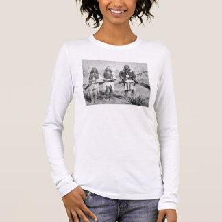 アパッシュの彼の戦士のGeronimoそして3、1886年(b 長袖Tシャツ