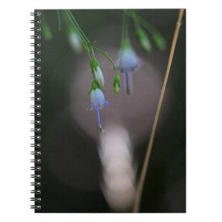 アパラチア山脈のホタルブクロの青い野生の花のノート ノートブック