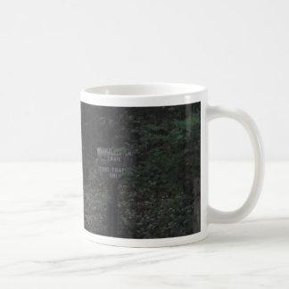 アパラチア山脈の道の歩道の印の薄暗がり コーヒーマグカップ