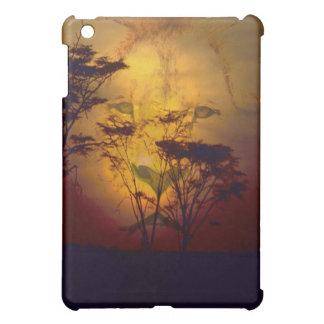 アフリカの日没に見ているライオン iPad MINI カバー