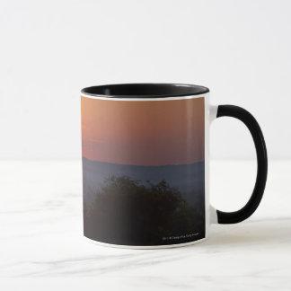 アフリカの景色上の日没 マグカップ