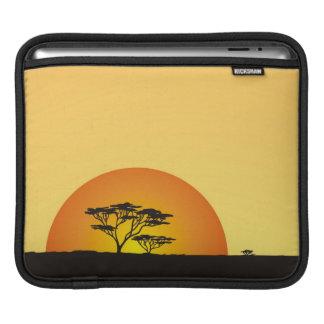 アフリカの空の下: アフリカの日没 iPadスリーブ