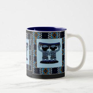 アフリカの芸術の種族に切り分けること-青い双生児 ツートーンマグカップ