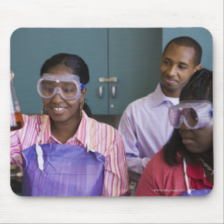 アフリカの10代の少女の検査の実験 マウスパッド