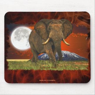 アフリカゾウ及びサバンナの月の芸術のデザイン マウスパッド