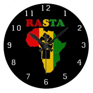 アフリカ上のラスタのブラックパワーの握りこぶし ラージ壁時計