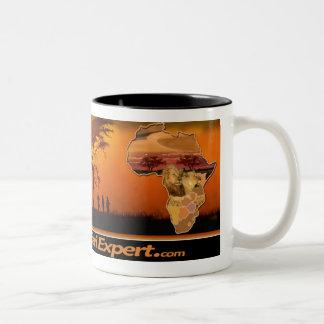 アフリカ及びライオンの子(鏡)が付いているサファリ場面マグ ツートーンマグカップ