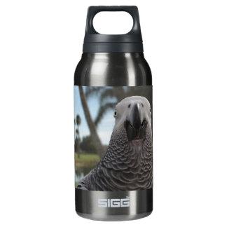 アフリカ灰色のオウムの顔のクローズアップ 断熱ウォーターボトル