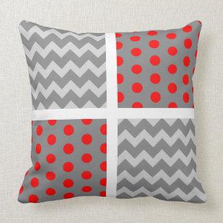 アフリカ灰色のオウムシェブロンか水玉模様の枕 クッション