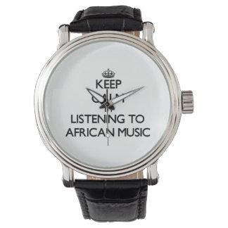 アフリカ音楽に聞くことによって平静を保って下さい ウオッチ