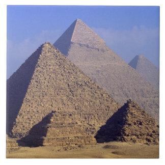 アフリカ、エジプト、カイロ、ギーザ。 素晴らしいピラミッド タイル