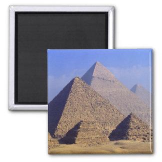 アフリカ、エジプト、カイロ、ギーザ。 素晴らしいピラミッド マグネット
