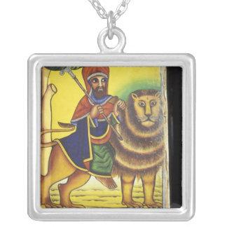 アフリカ、エチオピア。 ライオンをの描写するアートワーク シルバープレートネックレス