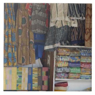 アフリカ、ガーナ、アクラ。 アクラの織物及び手仕事 タイル