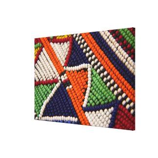 アフリカ、ケニヤ。 Maasaiの種族のビーズ キャンバスプリント