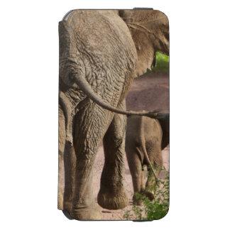 アフリカ。 タンザニア。 象の母そして子牛の INCIPIO WATSON™ iPhone 6 ウォレットケース