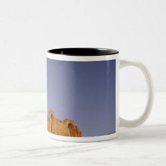 アフリカ、チュニジア、El Jem。 ローマの台なし ツートーンマグカップ