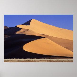 アフリカ、ナミビア、SesriemおよびSossusvlei Namib ポスター